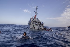 Some migrants swim towards the rescue boats of the German NGO Sea-Watch after having escaped from the Libyan Coast Guard ship in the Mediterranean Sea on November 6, 2017. During a shipwreck, five people died, including a newborn child. According to the German NGO Sea-Watch, which has saved 58 migrants, the violent behavior of the Libyan coast guard caused the death of five persons.