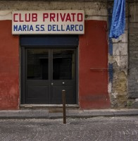 "VIA FONTANELLE – April 22, 2016  At 7.30pm on April 22nd, two convicts were killed and three people were injured in a shootout in a private club, the ""Maria Santissima dell'Arco"" association in via Fontanelle 193 at the Rione Sanità. The ambush is better known as the ""massacre of the Fontanelle"". To break into the circle six young men with covered faces, who with guns and submachine guns hit the men of the Vastarella clan. The two victims are Giuseppe Vastarella, 42, a member of the homonymous clan, and Salvatore Vigna, 41 years old. Dario Vastarella, 33, and Antonio Vastarella, 25, were seriously injured and taken to the ""Cardarelli"". The other wounded, also in serious condition, is Alessandro Ciotola, 22 years old. In the area of ​​Materdei and the neighboring Rione Sanità, in the previous days, a ""stretch"" had taken place: some young men on scooters had exploded in the air several gunshots for intimidating purposes. A signal launched to send a precise message: this is our area."